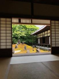 Le jardin sec du temple Komyo-in à Kyoto